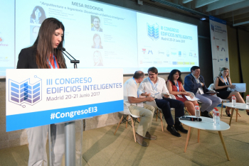 Presentadora Noelia Serrano 1 - 3 Congreso Edificios Inteligentes