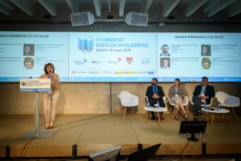 Blanca-Gomez-Cni-Moderadora-Bloque-Ponencias-1-5-Congreso-Edificios-Inteligentes-2019