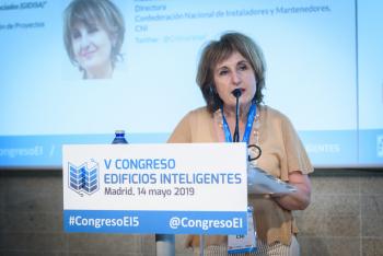 Blanca-Gomez-Cni-Moderadora-Bloque-Ponencias-2-5-Congreso-Edificios-Inteligentes-2019