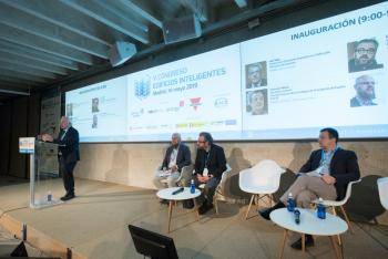 Luis-Vega-Ministerio-Fomento-Inauguracion-3-5-Congreso-Edificios-Inteligentes-2019
