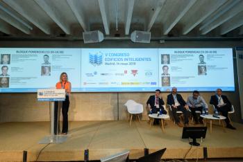 Paloma-Velasco-Aes-Moderadora-Bloque-Ponencias-3-5-Congreso-Edificios-Inteligentes-2019