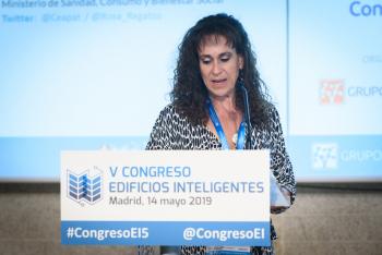 Rosa-Regatos-Ceapat-Moderadora-Bloque-Ponencias-1-5-Congreso-Edificios-Inteligentes-2019