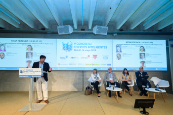 Sergio-Rojas-Cedia-Moderador-Mesa-Redonda-2-5-Congreso-Edificios-Inteligentes-2019