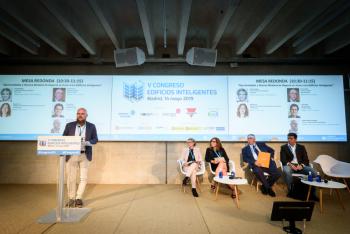 Stefan-Junestrand-Moderador-Mesa Redonda-1-5-Congreso-Edificios-Inteligentes-2019