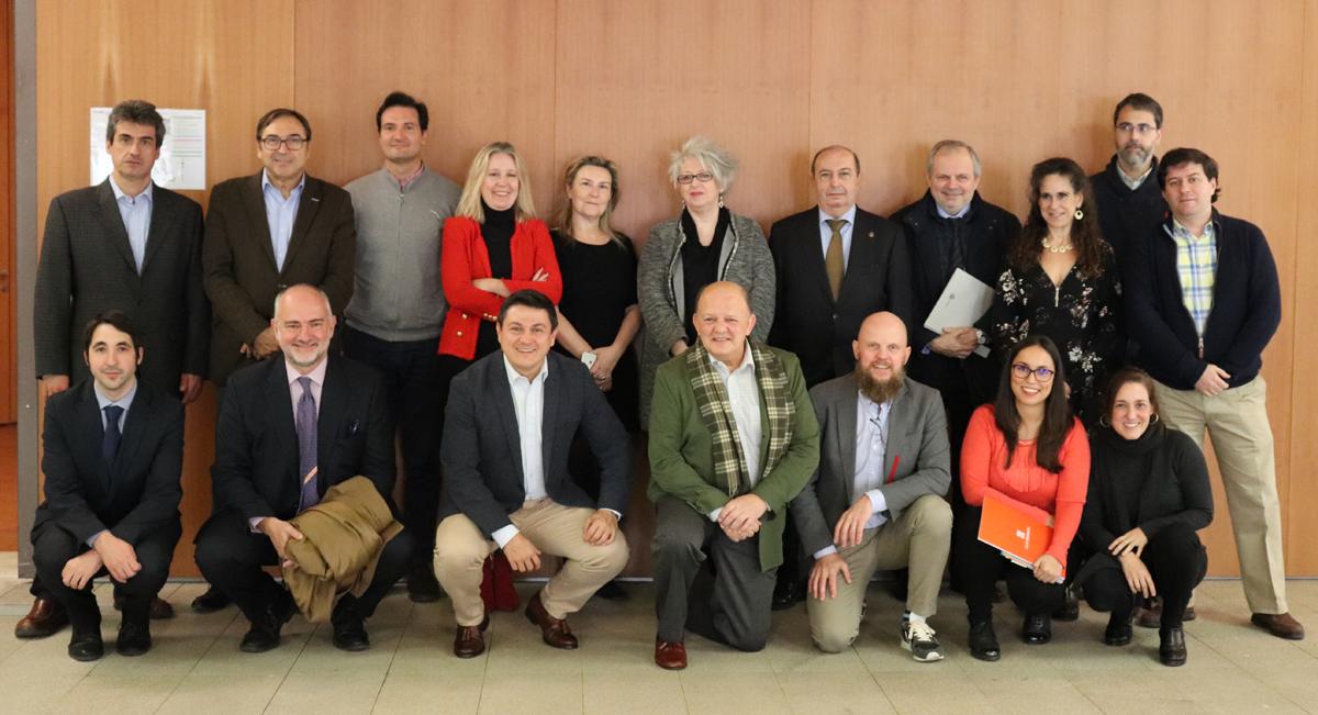Foto de familia primera reunión del Comité Técnico del V Congreso Edificios Inteligentes